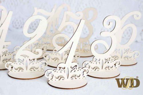 drevené čísla na stoly