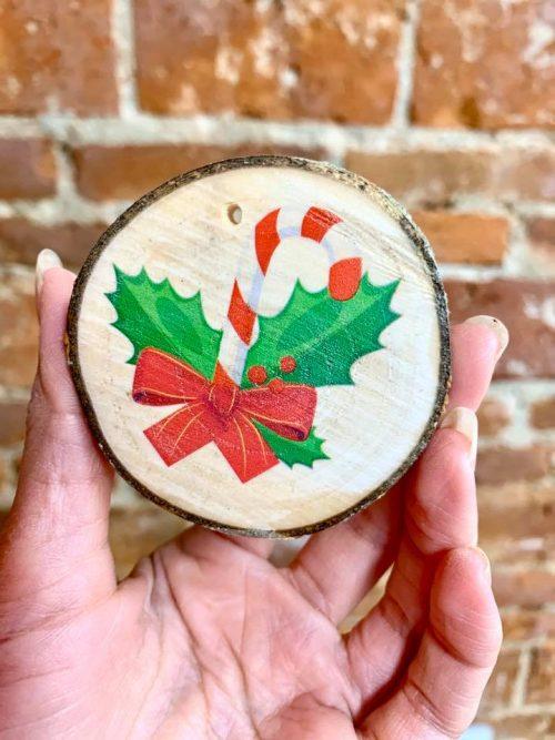 drevená ozdoba na vianočný stromček