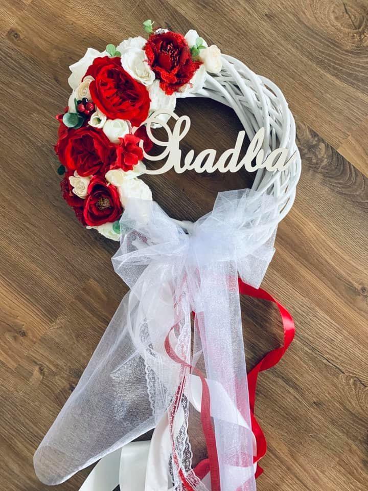 červený svadobný veniec